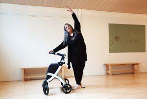 Bailando con su Andador Rollz Flex